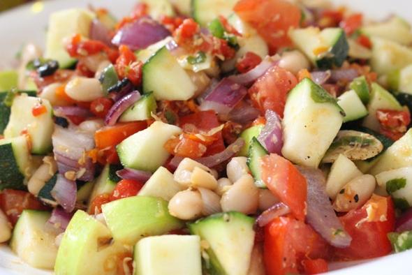 Ensalada de Zuchini, legumbre & manzana